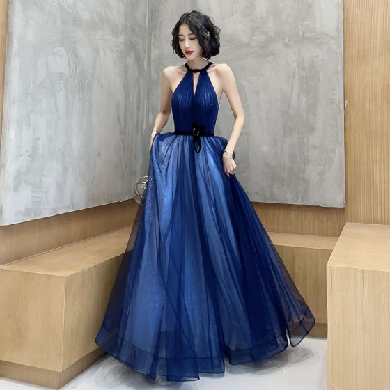 Erschwinglich Königliches Blau Abendkleider 2020 A Linie Rundhalsausschnitt Ärmellos Stoffgürtel Glanz Tülle Perlenstickerei Lange Rückenfreies Festliche Kleider