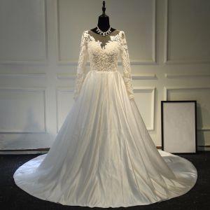 Elegante Brautkleider 2017 A Linie Rundhalsausschnitt Lange Ärmel Applikationen Mit Spitze Ivory / Creme Satin Kapelle-Schleppe