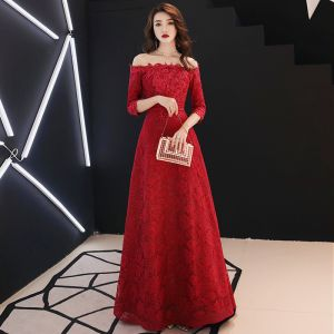 Affordable Burgundy Lace Evening Dresses  2019 A-Line / Princess Off-The-Shoulder 3/4 Sleeve Appliques Lace Rhinestone Floor-Length / Long Backless Formal Dresses