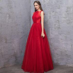 Schöne Rot Abendkleider 2019 A Linie Rundhalsausschnitt Ärmellos Rückenfreies Perlenstickerei Stoffgürtel Lange Rüschen Festliche Kleider