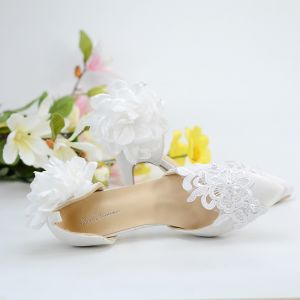 Modest / Simple White 8 cm Wedding High Heels Satin Appliques Beading Pearl Pointed Toe Wedding Shoes 2018