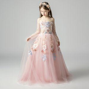 Elegantes Perla Rosada Vestidos para niñas 2019 A-Line / Princess Fuera Del Hombro Manga Larga Apliques Con Encaje Largos Ruffle Sin Espalda Vestidos para bodas