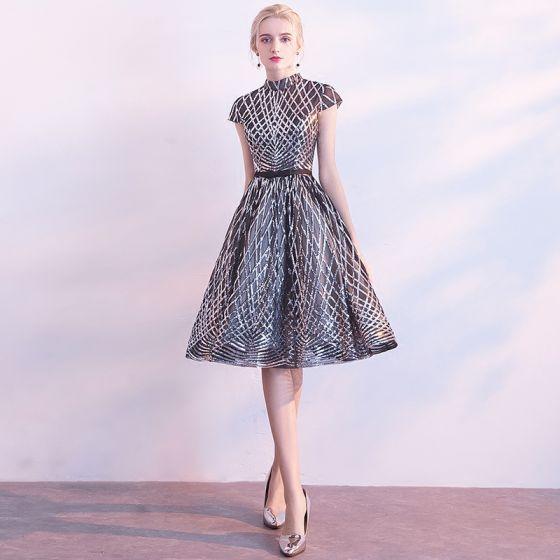Błyszczące Czarne Strona Sukienka 2018 Princessa Wysokiej Szyi Kótkie Rękawy Kokarda Szarfa Długość do kolan Cekiny Sukienki Wizytowe