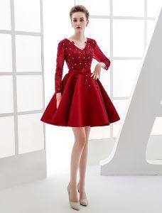 Elegant Party Dresses 2016 V-neck Sequin Applique Lace Burgundy Satin Short Dress