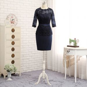 Modest / Simple Navy Blue Short Trumpet / Mermaid Mother Of The Bride Dresses 2019 Lace Satin U-Neck Appliques Backless Embroidered Church Wedding Party Dresses