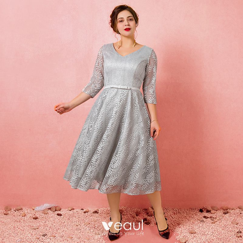 Chic / Beautiful Grey Plus Size Graduation Dresses 2018 A-Line / Princess  Tulle V-Neck Appliques Backless Homecoming Formal Dresses