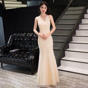 Mode Champagner Abendkleider 2017 Mermaid Lange Rundhalsausschnitt Ärmellos Rückenfreies Mit Spitze Applikationen Durchbohrt Festliche Kleider