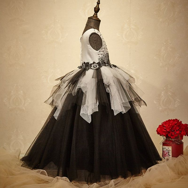 Chic / Beautiful Church Wedding Party Dresses 2017 Flower Girl Dresses Black White Ball Gown Floor-Length / Long Scoop Neck Sleeveless Beading Flower Appliques