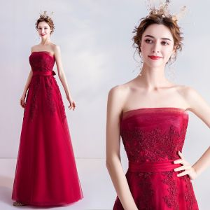 Classy Red Bridesmaid Dresses 2020 A-Line / Princess Strapless Lace Flower Sleeveless Backless Floor-Length / Long Wedding Party Dresses
