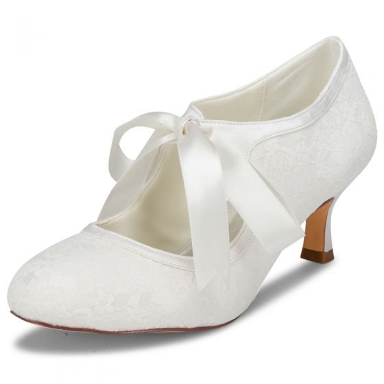 Modest / Simple Ivory Satin Lace Wedding Shoes 2021 Bow 6 cm Stiletto Heels Round Toe Wedding Pumps High Heels
