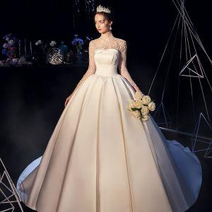 Vintage Elfenben Satin Genomskinliga Bröllopsklänningar 2019 Balklänning Urringning 3/4 ärm Halterneck Appliqués Spets Chapel Train Ruffle