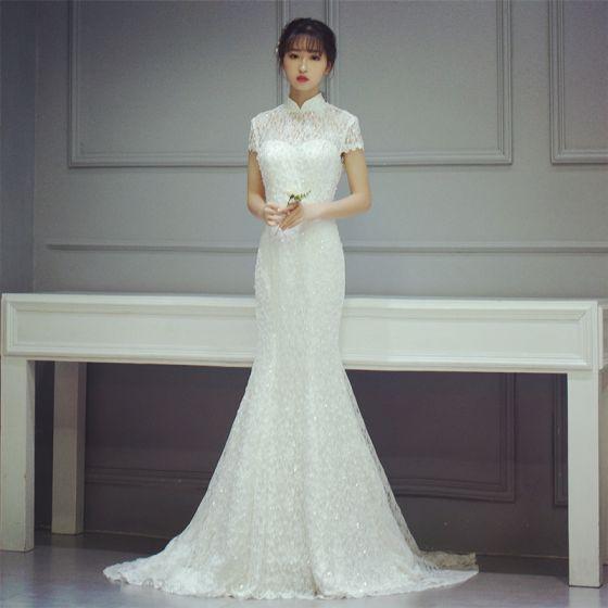 Style Chinois Salle Robe De Mariée 2017 Blanche Trompette / Sirène Chapel Train Col Haut Manches Courtes Dos Nu Paillettes Dentelle Appliques