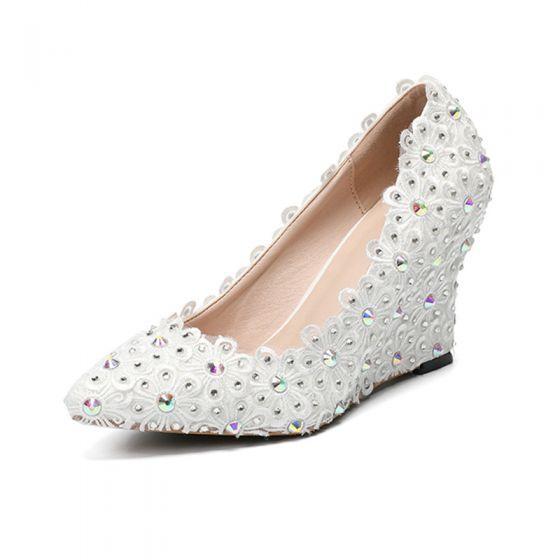 Chic / Belle Ivoire Chaussure De Mariée 2020 En Dentelle Fleur Faux Diamant À Bout Pointu 8 cm Compensées