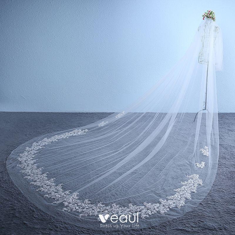 Chic / Beautiful 2017 White Buckle Embroidered Chiffon Church Tiara Classic Wedding Veils