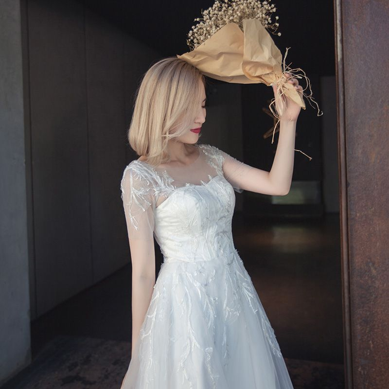 Modest / Simple Wedding Dresses 2017 White A-Line / Princess Chapel Train Short Sleeve Scoop Neck Backless Lace Appliques