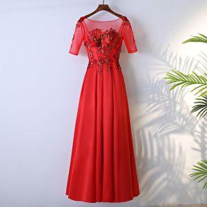 Langes rotes kleid mit pailletten
