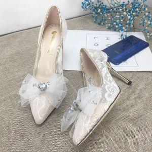 Charmant Ivoire Dentelle Chaussure De Mariée 2020 Noeud Faux Diamant 8 cm Talons Aiguilles À Bout Pointu Mariage Escarpins