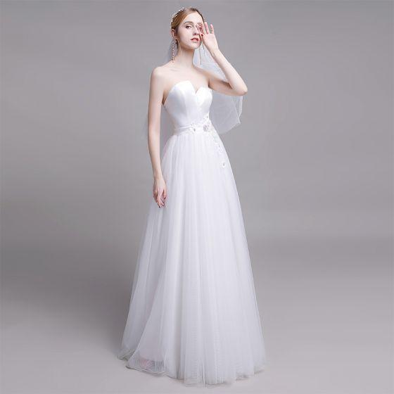 Schlicht Weiß Brautkleider / Hochzeitskleider 2019 A Linie Bandeau Spitze Perle Blumen Ärmellos Rückenfreies Sweep / Pinsel Zug