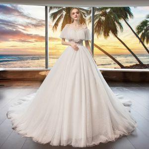 Mode Ivory / Creme Durchsichtige Brautkleider / Hochzeitskleider 2019 A Linie Rundhalsausschnitt Kurze Ärmel Rückenfreies Perlenstickerei Glanz Tülle Kapelle-Schleppe Rüschen