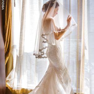 Luksusowe Białe Ślub Koronkowe Tiulowe Frezowanie Haftowane Perła Wykonany Ręcznie Krótkie Welony Ślubne 2019