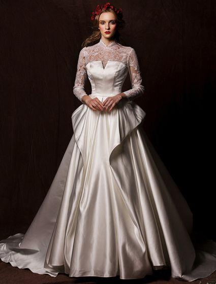 Eleganta Bröllopsklänningar 2016 Vintage Spets Halsen Elfenben Rufsar Satin Brudklänning Med Lång Svans
