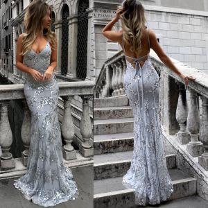 Sexy Argenté Robes longues 2018 Trompette / Sirène Glitter Paillettes Bretelles Spaghetti Dos Nu Manches Courtes Train De Balayage Vêtements Femme