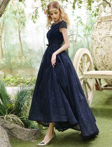 Elegantes Abendkleid 2017 Das Schaufelausschnittmarineblau Asymetrisches Spitzekleid Bördelt
