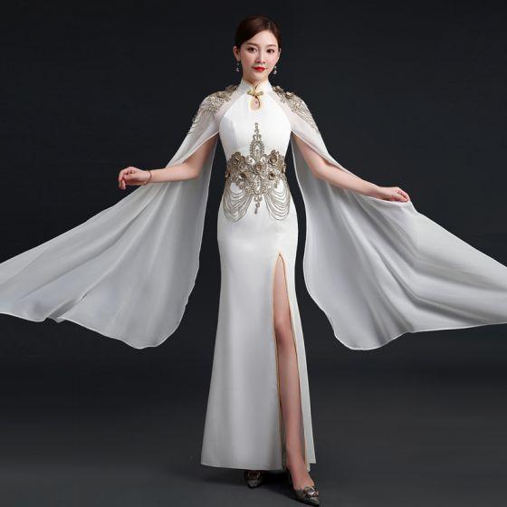 Elegante Weiß Chiffon Cheongsam 2021 Meerjungfrau Stehkragen Lange Ärmel Applikationen Spitze Perlenstickerei Gespaltete Front Lange Rüschen Festliche Kleider