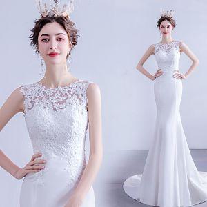 Niedrogie Białe Syrena / Rozkloszowane Suknie Ślubne 2020 Wycięciem Z Koronki Kwiat Bez Rękawów Bez Pleców Trenem Sweep