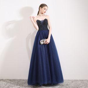 Luxus / Herrlich Marineblau Ballkleider 2019 A Linie Herz-Ausschnitt Ärmellos Perlenstickerei Glanz Tülle Lange Rüschen Rückenfreies Festliche Kleider