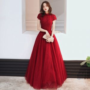 Elegant Burgundy Prom Dresses 2020 A-Line / Princess High Neck Beading Lace Flower Short Sleeve Backless Floor-Length / Long Formal Dresses