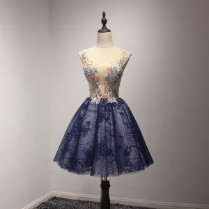 Schöne Champagner Tintenblau Partykleider 2017 Ballkleid V-Ausschnitt Ärmellos Applikationen Blumen Perlenstickerei Kristall Pailletten Perle Kurze Rüschen Rückenfreies Festliche Kleider