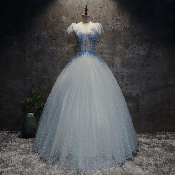 Hermoso Manchado Azul Cielo Vestidos de gala 2017 Ball Gown V-Cuello Sin Mangas Apliques Flor Perla Largos Ruffle Traspasado Sin Espalda Vestidos Formales