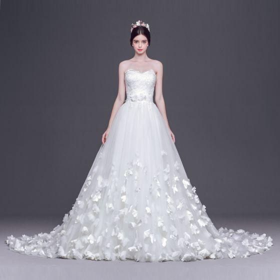 Piękne Białe Suknie Ślubne Princessa 2017 Trenem Sąd Kochanie Bez Rękawów Bez Pleców Aplikacje Z Koronki Kwiat Szarfa