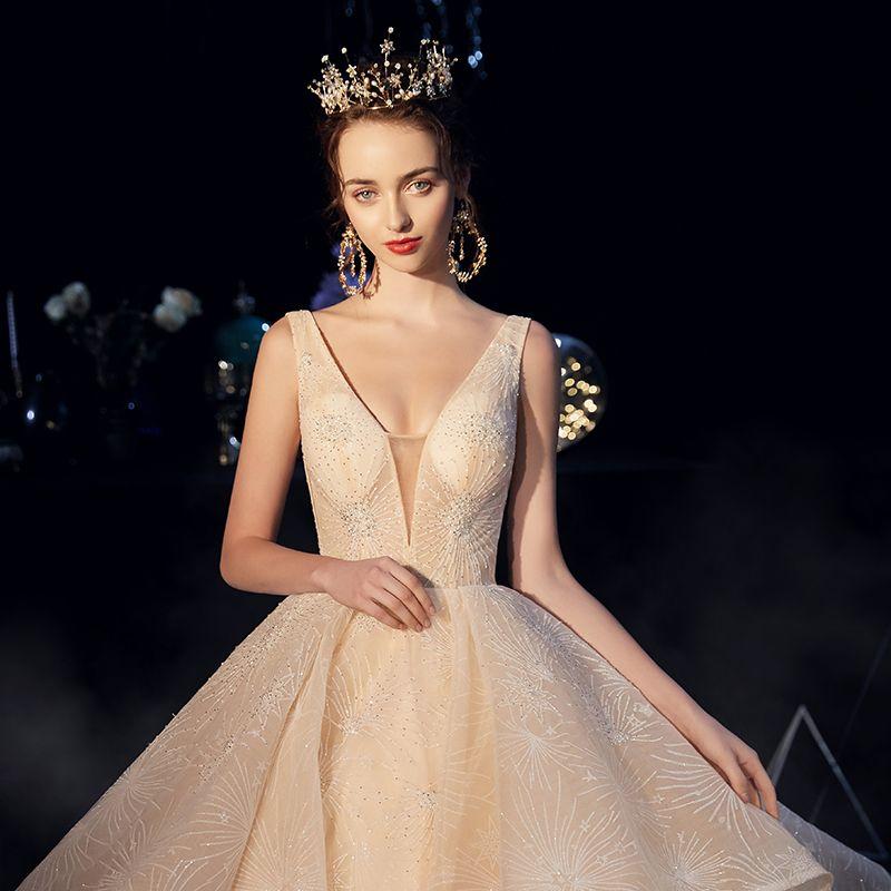 Luxe Champagne Robe De Mariée 2019 Princesse Col v profond Sans Manches Dos Nu Perlage Cathedral Train Volants en Cascade