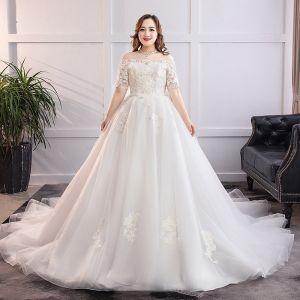 Klassisch Elegante Weiß Übergröße Brautkleider / Hochzeitskleider 2019 A Linie Spitze Tülle Applikationen Rückenfreies Bandeau Kapelle-Schleppe Hochzeit