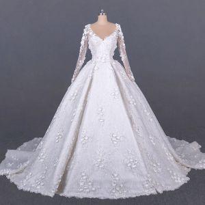 Magnífico Blanco Boda Vestidos De Novia 2020 Ball Gown Transparentes Scoop Escote Manga Larga Apliques Flor Hecho a mano Rebordear Cathedral Train Ruffle