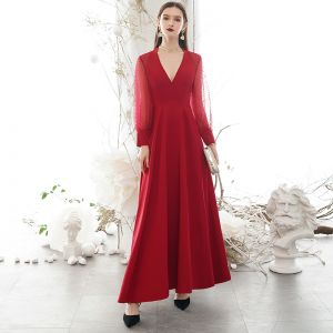 Modest / Simple Burgundy Evening Dresses  2020 A-Line / Princess Deep V-Neck Spotted Long Sleeve Floor-Length / Long Formal Dresses