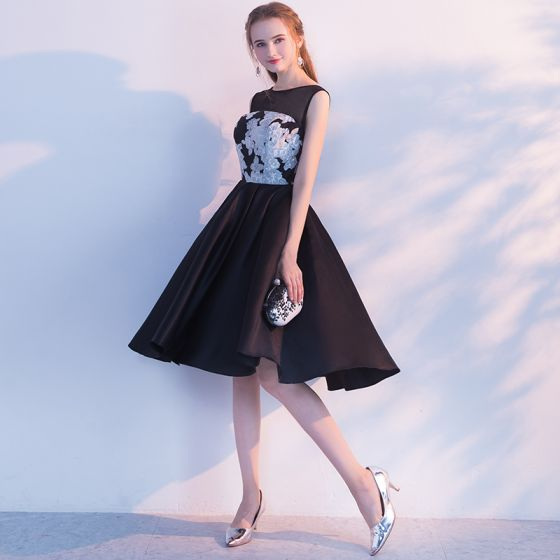 Proste / Simple Czarne Białe Homecoming Sukienki Na Studniówke 2017 Princessa Wycięciem Bez Rękawów Aplikacje Z Koronki Długość do kolan Bez Pleców Sukienki Wizytowe