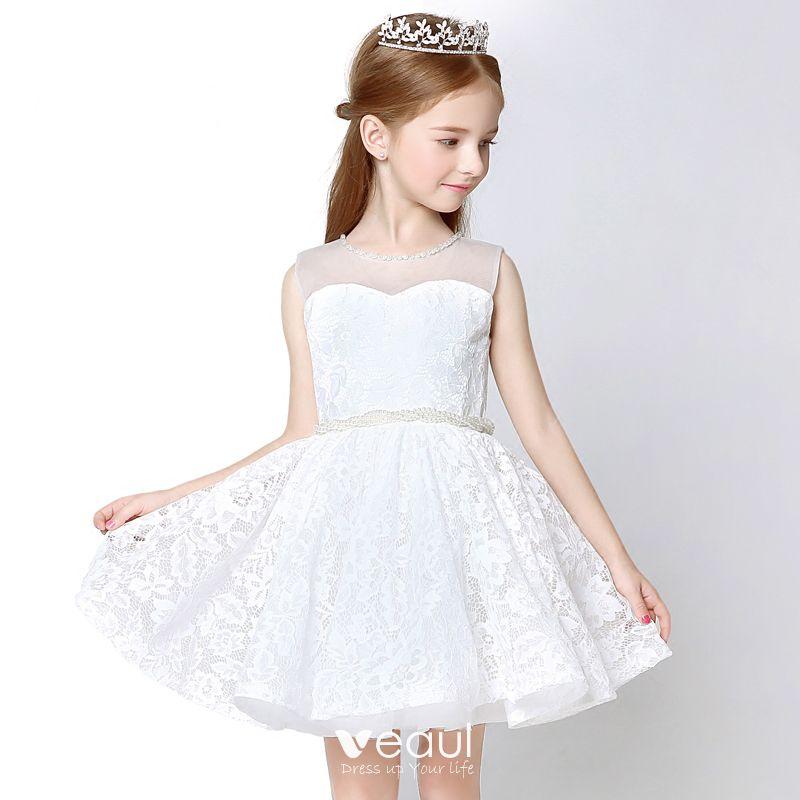 Hermoso Lglesia Vestidos Para Bodas 2017 Vestidos Para Niñas Blanco Cortos Ball Gown Scoop Escote Sin Mangas Perla Cinturón Con Encaje Apliques
