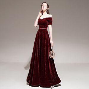 Chic / Beautiful Burgundy Winter Evening Dresses  2020 A-Line / Princess Off-The-Shoulder Short Sleeve Glitter Velour Beading Sash Floor-Length / Long Backless Formal Dresses