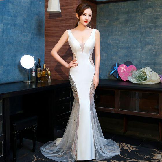 Sexy Ivory / Creme Durchsichtige Abendkleider 2019 Meerjungfrau V-Ausschnitt Ärmellos Strass Hof-Schleppe Rüschen Rückenfreies Festliche Kleider