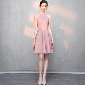 Simple Rougissant Rose de retour Robe De Graduation 2018 Princesse Polyester Encolure Dégagée Bustier Sans Manches Courte Robe De Ceremonie