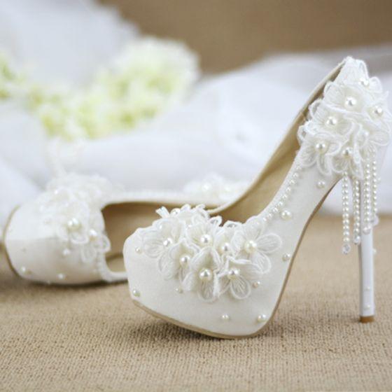 Elegantes Hermoso Marfil Perla Tassel Zapatos de novia 2020 Con Encaje Flor 14 cm Stilettos / Tacones De Aguja Punta Redonda Boda Tacones