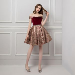 Modern / Fashion Burgundy Homecoming Graduation Dresses 2019 A-Line / Princess Off-The-Shoulder Short Sleeve Beading Sash Short Ruffle Backless Jacquard Formal Dresses