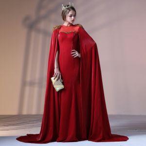 Unique Bordeaux Robe De Soirée 2018 Trompette / Sirène Perlage Paillettes Encolure Dégagée Sans Manches Watteau Train Robe De Ceremonie