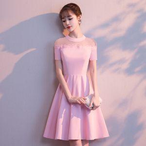Simple Rose Bonbon Transparentes de retour Robe De Graduation 2018 Princesse Encolure Dégagée Manches Courtes Courte Volants Robe De Ceremonie