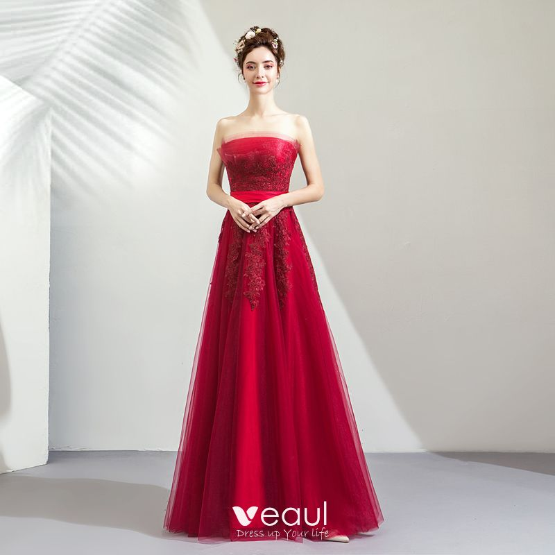Elegant Burgundy Bridesmaid Dresses 2019 A-Line / Princess Strapless Sleeveless Appliques Lace Bow Sash Floor-Length / Long Ruffle Backless Wedding Party Dresses