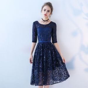 Chic / Beautiful Navy Blue Homecoming Graduation Dresses 2018 A-Line / Princess Lace Flower Sequins Scoop Neck 3/4 Sleeve Short Formal Dresses