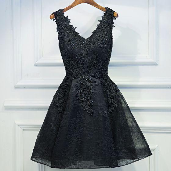 Chic / Beautiful Black Formal Dresses 2017 A-Line / Princess Lace Flower Beading Pearl V-Neck Sleeveless Short Graduation Dresses